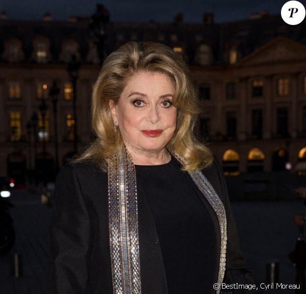 Catherine Deneuve arrive à la soirée Louis Vuitton Stellar Jewelry Cocktail Event place Vendôme à Paris. C'est la première sortie officielle de l'actrice depuis son AVC en novembre dernier. © Cyril Moreau / Bestimage
