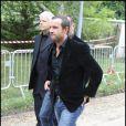 Un ami de Filip Nikolic arrive à l'église Sainte-Geneviève-des-Bois, pour lui rendre un dernier hommage. 24/09/09