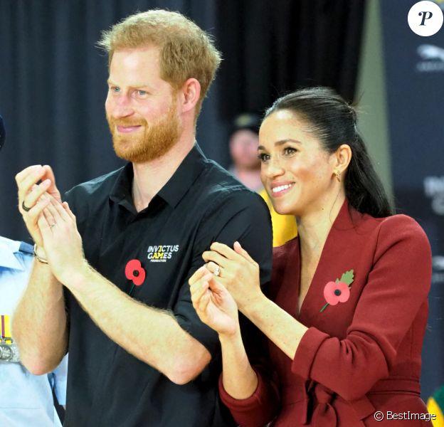 Le prince Harry, duc de Sussex, et Meghan Markle, duchesse de Sussex, enceinte, assistent à la finale de basketball en fauteuil roulant aux Invictus Games 2018 à Sydney.