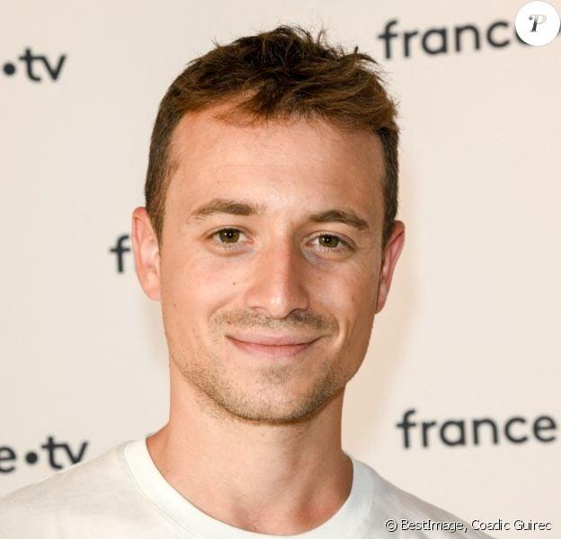 Hugo Clément au photocall de la conférence de presse de France 2 au théâtre Marigny à Paris © Coadic Guirec / Bestimage