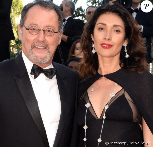 "Jean Reno et sa femme Zofia à la montée des marches du film ""The Last Face"" lors du 69ème Festival International du Film de Cannes. © Rachid Bellak / Bestimage"