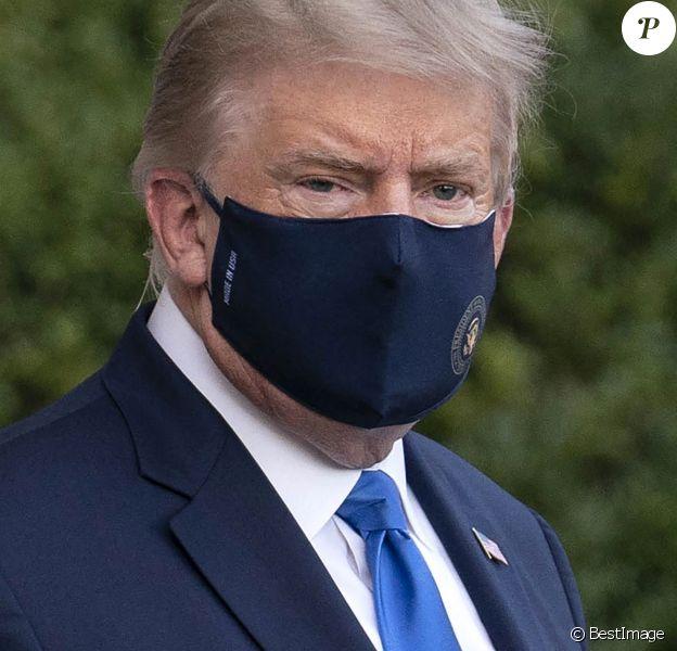 Le président américain Donald Trump embarque dans Marine One pour être emmené au centre médical militaire national Walter Reed pour être soigné pour le Coronavirus (Covid-19), à Washington, The District, Etats-Unis