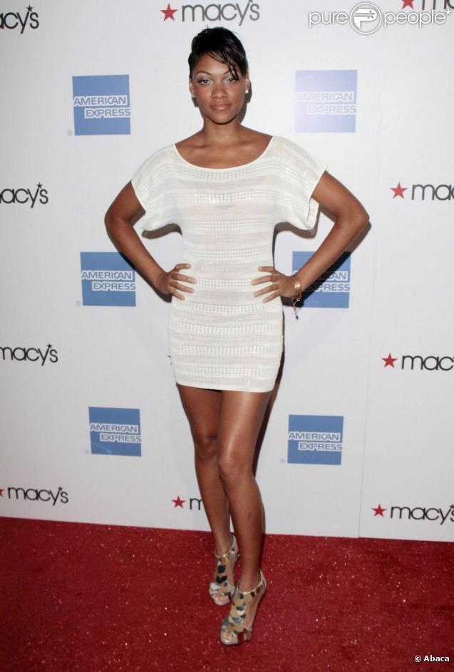 http://static1.purepeople.com/articles/7/40/67/7/@/287672-bria-murphy-a-la-soiree-macy-s-637x0-4.jpg