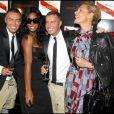 Kelly Rowland, Dan et Dean Caten, et Simona Ventura au défilé Dsquared à Milan, le 28 septembre 2009