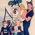La princesse Madeleine de Suède avec ses trois enfants, déguisés pour Halloween : Nicolas, 3 ans, Leonore, 4 ans, et Adrienne, 7 mois, adorable en citrouille dans ses bras. Photo Instagram, 1er novembre 2018.