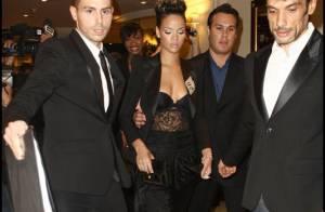 Rihanna : elle se retrouve encore à moitié nue devant... Claire Chazal et Estelle Lefébure !