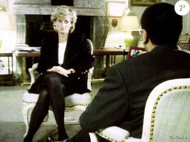"""Diana lors de son interview pour l'émission """"Panorama"""" sur la BBC, avec le journaliste Martin Bashir, le 20 novembre 1995 au palais de Kensington."""