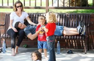 Mark Wahlberg s'accorde un moment de pur bonheur... avec sa femme et leurs trois enfants !
