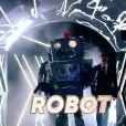"""Le Robot dans l'émission """"Mask Singer""""."""