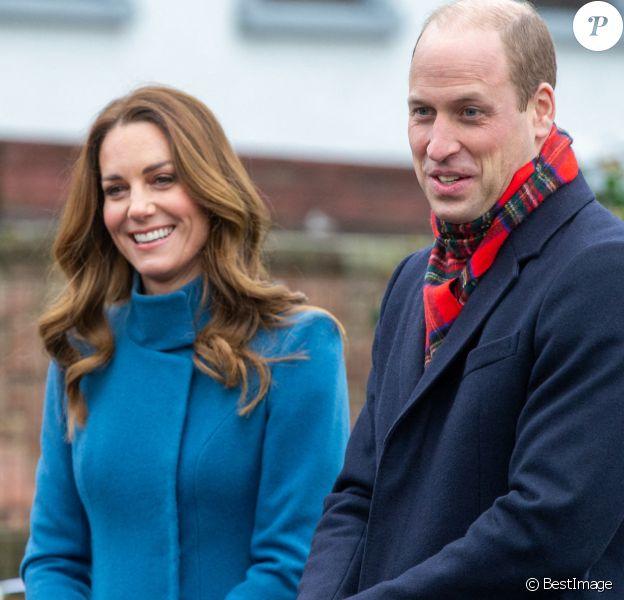 Le prince William, duc de Cambridge, et Catherine (Kate) Middleton, duchesse de Cambridge, rencontrent le personnel et les élèves lors d'une visite à la Holy Trinity Church of England First School à Berwick upon Tweed le deuxième jour d'une tournée de trois jours à travers le pays.