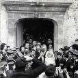 Sylvie Vartan et Johnny Hallyday lors de leur mariage à Loconville. Le 12 avril 1965.