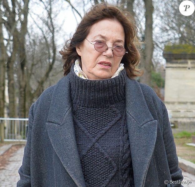 Jane Birkin - Arrivées aux obsèques d'Anna Karina en la chapelle de l'Est au cimetière du Père Lachaise à Paris.