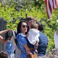 """Exclusif - Abigail Spencer, la meilleure amie de Meghan et ancienne co-star de """"Suits"""", emmène son """"County Line Florals"""" (camionnette de vente ambulante de fleurs) dans le quartier de Meghan Markle, vendant des fleurs rustiques depuis le Combi Volkswagen. Los Angeles, les 5 septembre 2020. Le magasin de fleurs itinérant a été un succès absolu, vendant toutes les marchandises en moins de 2 heures, les habitants s'arrêtant pour discuter et prendre des photos du van et de l'actrice."""