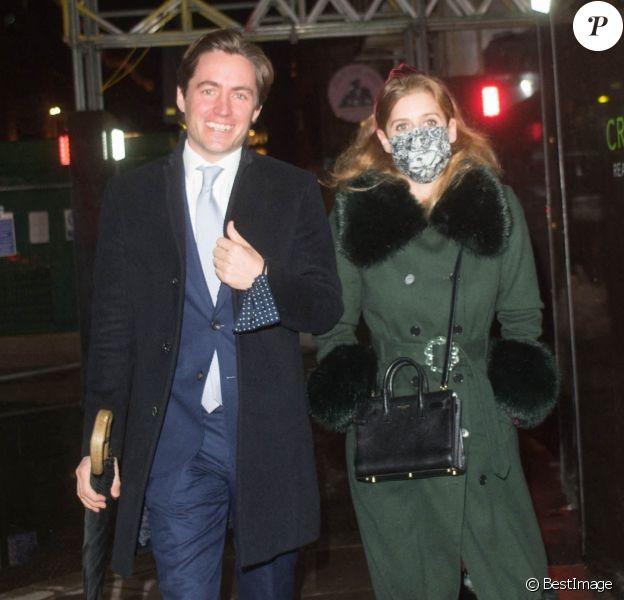 La princesse Beatrice d'York et son mari Edoardo Mapelli Mozzi dans les rues de Mayfair à Londres. Le 3 décembre 2020.