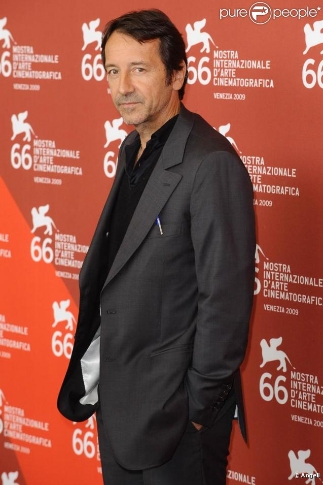 Jean hugues anglade photos purepeople for Dujardin hugues
