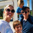 Karolina Kurkova, son mari Archie Drury et leurs deux fils. Décembre 2020.