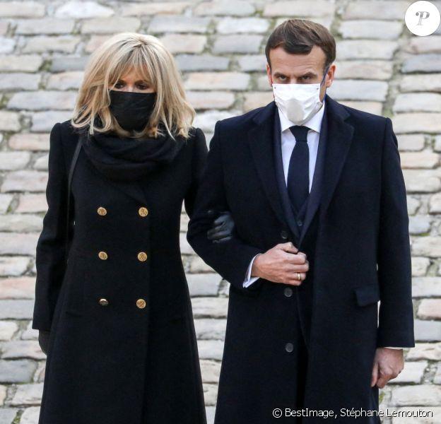 Le président de la république, Emmanuel Macron accompagné de la première dame Brigitte Macron lors de l'hommage national rendu à Daniel Cordier aux Invalides, à Paris, automne 2020, Paris. © Stéphane Lemouton / Bestimage