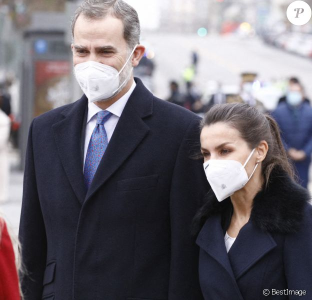 Le roi Felipe VI d'Espagne, la reine Letizia d'Espagne assiste à l'inauguration du monument en mémoire et en reconnaissance des agents de santé décédés dans l'exercice de leur profession lors de la pandémie COVID-19 sur la place Sagrados Corazones à Madrid, Espagne.