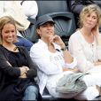Corinne Touzet, sa fille et Michèle Laroque - Tournoi de tennis de Roland-Garros. Le 1er juin 2008.