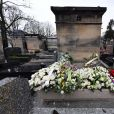 Illustration de la tombe de l'acteur Claude Brasseur au cimetière du Père Lachaise le jour de ses obsèques à Paris le 29 décembre 2020.