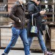 Exclusif - Busy Phillips et son mari Marc Silverstein se promènent à New York le 13 avril 2018.