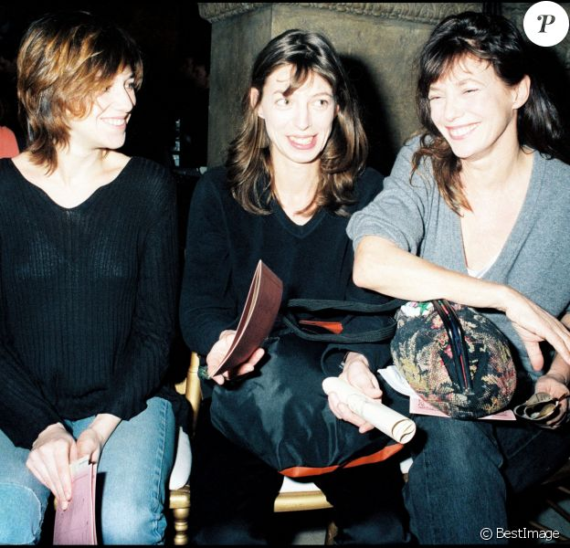 Charlotte Gainsbourg, Kate Barry et Jane Birkin au défilé John Galliano à Paris.
