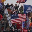 Des partisans du président Donald Trump entrent dans le Capitole des États-Unis pour contester le résultat des élections présidentielles et empêcher la procédure de certification de la victoire de Joe Biden par le Congrès à Washington. Le 6 janvier 2021. © Bryan Smith/ZUMA Wire / Bestimage