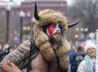 Invasion du Capitole : qui est l'homme viking, dont la photo a déjà fait le tour du monde ?
