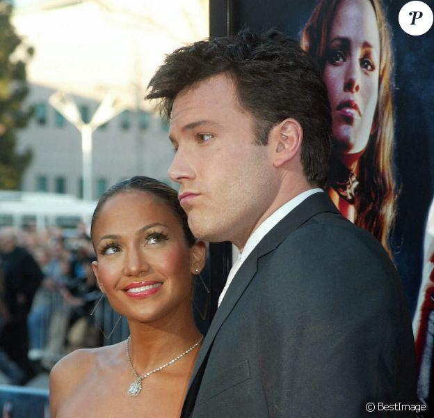 """Ben Affleck et Jennifer Lopez - Première du film """"Daredevil"""" à Westwook."""
