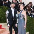 """Gigi Hadid et  Zayn Malik - Soirée Costume Institute Benefit Gala 2016 (Met Ball) sur le thème de """"Manus x Machina"""" au Metropolitan Museum of Art à New York, le 2 mai 2016."""