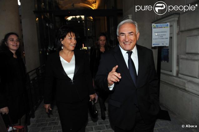 Anne Sinclair et son mari Dominique Strauss-Kahn ont assisté au mariage de Jean-Christophe Cambadélis, le 15 octobre 2009