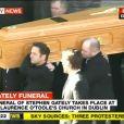 """Funérailles de Stephen Gately : ses proches et ses """"frères"""" de Boyzone l'ont accompagné vers le repos éternel"""