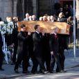Ronan Keating et les membres de Boyzone Mikey Graham, Shane Lynch et Keith Duffy lors des funérailles de Stephen Gately de Boyzone en l'église Saint Laurence O'Toole en Irlande le 17 octobre 2009