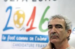 Raymond Domenech veut l'union sacrée... C'est pas gagné : regardez Yannick Noah le tacler !