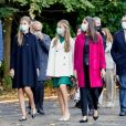 """Le roi Felipe VI et la reine Letizia d'Espagne, L'infante Sofia d'Espagne et La princesse Leonor - La famille royale d'Espagne visite l'ancienne usine d'armes """"La Fabrica"""" à Oviedo, avant la cérémonie """"Princess of Asturias Awards"""", le 16 octobre 2020."""