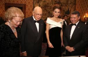 Rania de Jordanie : Ravissant décolleté ou jupe plissée... Une beauté royale à Rome !