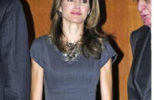 Letizia d'Espagne : Une princesse élégante en robe droite... et assortie à son séduisant prince !
