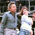"""Archives - Serge Gainsbourg et Jane Birkin sur le pont d'un bateau de la marine française pour une émission """"Formule 1"""". Le 16 novembre 1984."""