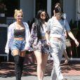 Pia Mia et les soeurs Kylie et Kendall Jenner quittent le Mauro's Cafe Fred Segal à Los Angeles, le 28 avril 2015.