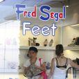 Shakira fait du shopping chez Fred Segal Feet à Los Angeles. Le 1 juin 2013.