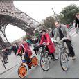 Denis Baupin et des présentateurs météo au Green Ride de Paris (25 octobre 2009)