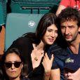 Cyrille Eldin et sa compagne Sandrine Calvayrac dans les tribunes des internationaux de Roland Garros à Paris le 30 mai 2018. © Cyril Moreau - Dominique Jacovides / Bestimage
