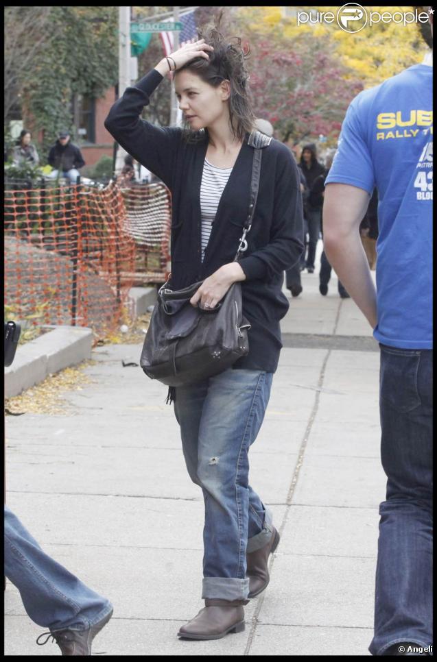 La jolie Katie Holmes est partie chercher un petit en-cas à son Tom chéri, en tournage de  Knight and Day , à Boston, le 1er novembre 2009 !