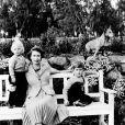 La reine Elizabeth II, la princesse Anne et le prince Charles posant à Balmoral en 1953... avec la participation du corgi Sue !