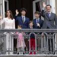 La princesse Marie, le prince Joachim et leurs enfants le prince Nikolaï, le prince Felix, la princesse Athena et le prince Henrik - La famille royale de Danemark au balcon du palais royal à Amalienborg pour le 78ème anniversaire de la reine. Le 16 avril 2018