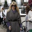 Claudia Schiffer devant l'école de ses enfants le 5/11/09