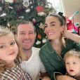 Armie Hammer et Elizabeth Chambers avec leurs enfants Harper et Ford à Noël. Décembre 2019.