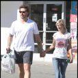 Tori Spelling, toujours maigrissime, dans les rues de Los Angeles avec son chéri : on tire la sonnette d'alarme ! Il faut faire quelque chose...