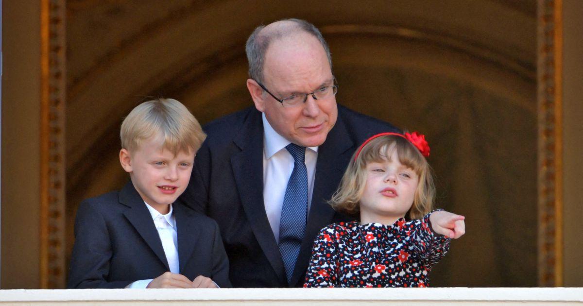 Jacques et Gabriella espiègles avec leur papa Albert de Monaco pour la Fête-Dieu