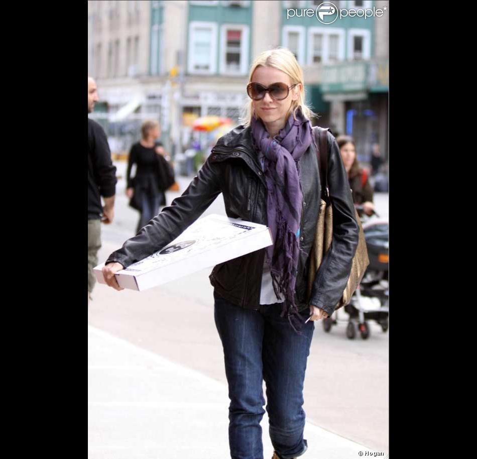 meilleures baskets 1b9e1 52736 Naomi Watts a elle aussi succombé aux lunettes de soleil ...